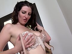 Real mother with saggy tits and thirsty pussy