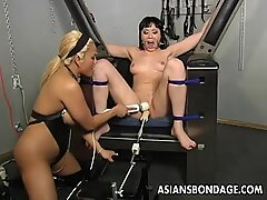 Brunette lesbo gets her pussy machine fucked
