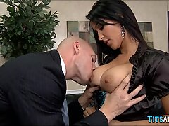 Latina Cougar does Her job well